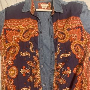 Slim fitted button down with vintage print.